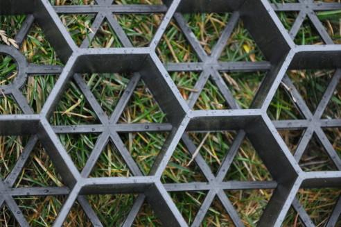 Est-ce qu'un système de grille est la meilleure option pour un stabilisateur de gravier?