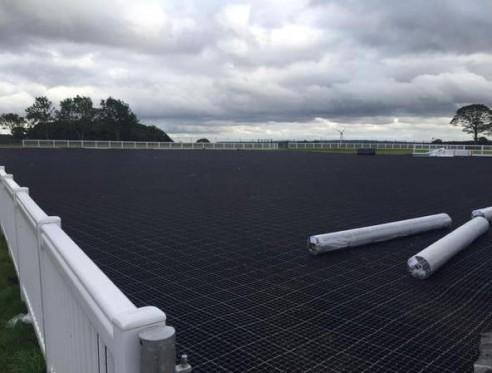In che modo il sistema Horse Grid Pad può aiutare nella gestione dei fanghi?
