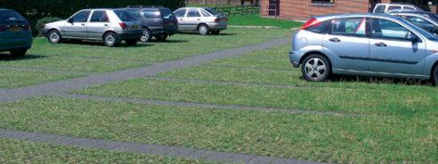 Verwenden Sie Leiyuan Grass Gitterfertiger, um einen einfachen Parkplatz zu machen