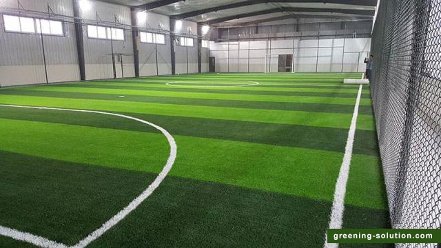 Lawn drainage method of football field